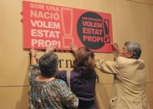 Plataformes sobiranistes convoquen la manifestació de l'Onze de Setembre pel dret a decidir. Elisenda Paluzie, Enric Canela, Elisenda Romeu. PDD, Sobirania i Progrés i Deumil.cat.
